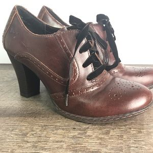BOC oxford heels Size 8 brown Career lace up